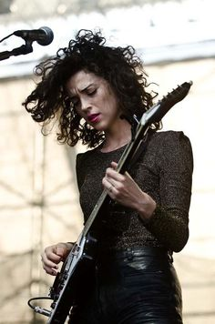 Annie Clark in a Shimmering Lo. is listed (or ranked) 4 on the list Hottest Annie Clark Photos St Vincent Annie Clark, Saint Vincent, Rock Girls, Muse, Locks, Best Guitar Players, Quoi Porter, Guitar Girl, Women In Music