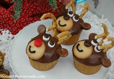 Dasher…Dancer…Prancer…Vixen…Comet…Cupid…Donner…Blitzen and of course Rudolph are ready to help Santa deliver presents! These Christmas Reindeer Cupcakes are super cute and easy enough for the kids ...