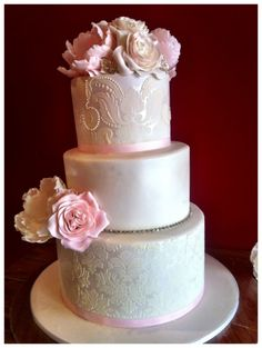 White pearl & pink roses cake