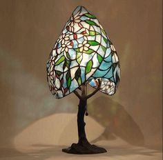 Stained Glass Light, Stained Glass Crafts, Stained Glass Designs, Stained Glass Windows, Lighting Design, Lighting Ideas, Tiffany Lamps, Deco, Lamp Light