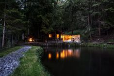 Romantic House on a Lake - Tiny houses for Rent in Sigriswil, Bern, Switzerland Vevey, Holidays To Switzerland, Glamping, Lake Thun, Tiny Houses For Rent, Haus Am See, Cool Apartments, Ultimate Travel, Mountain View