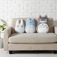 Cute Waifu Pillow : chilling with my waifu