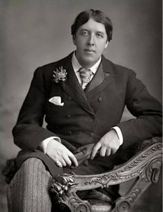 Wit and wisdom of Oscar Wilde - English for everyone Louisa May Alcott, Mode Masculine, Charlotte Bronte, Oscar Wilde Quotes, Posing Tips, Writers And Poets, Portraits, Dorian Gray, Playwright