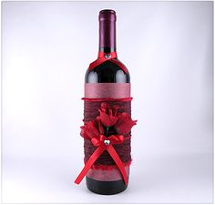 Create a decorated Valentine's wine bottle. Turn an ordinary wine bottle into an artful display that looks beautiful as the wine is being served. Wine Bottle Art, Painted Wine Bottles, Diy Bottle, Wine Bottle Crafts, Bottles And Jars, Jar Crafts, Decorated Bottles, Glass Bottles, Beer Bottle