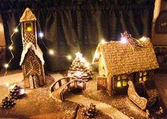 Jouluinen piparkakkukylä, pieni mökki, jäinen joki ja kirkko. Kaunista joulua!