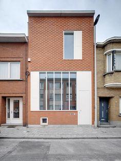 De Gouden Liniaal Architecten - rijwoning Deurne, Voorgevel na de werken #woning #gevel #compositie