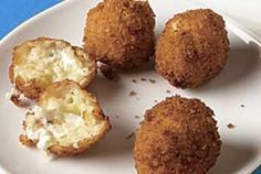 Arancini Recipe: Italian Rice Balls are a wonderful and unique appetizer filled with cheese, and seasonings makes for a delicious appetizer your family is certain to enjoy. (Cheese Making Almond Flour)