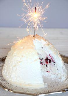 "Sökresultat för ""glace au four"" – Lindas Bakskola New Year's Desserts, Dessert Recipes, Food N, Food And Drink, Frozen Yoghurt, Healthy Pasta Recipes, Frozen Cake, Four, Parfait"