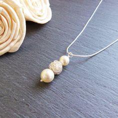 Hey, diesen tollen Etsy-Artikel fand ich bei https://www.etsy.com/de/listing/267224319/crau-swarovski-perle-und-silber