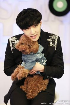 Twitter / SMTownFamily: {OFFICIAL} 140517 Lay in Music Billboard Official Weibo update