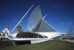 Image of Milwaukee Art Museum designed by Santiago Calatrava in Architecture Artists, Unique Architecture, Facade Architecture, Unusual Buildings, Modern Buildings, Building Structure, Building Facade, Milwaukee Art Museum, Online Art Classes