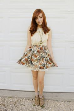 Brown ankle socks with beige derby shoes, short flowers skirt with white lace shirt So vintage-y cute Urban Behavior, Your Style, Style Me, Flower Skirt, Forever 21 Skirt, White Skirts, White Lace, What To Wear, Midi Skirt