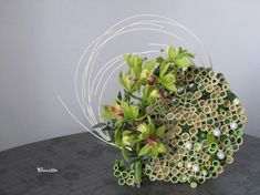 Image - Patience game with small pieces of bamboo . Art Floral, Deco Floral, Floral Design, Ikebana, Patience Game, Modern Flower Arrangements, Bouquet, Creations, Tropical