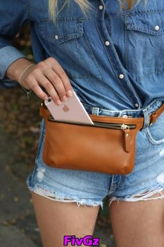 ♡ This bag is READY TO SHIP - please allow days for shipping ♡ This chic small waist bag is made from high quality pebbled Italian leather. Its sleek & minimal design, make it the perfect hands free accessory for outdoor activities. The bag has one ma Leather Fanny Pack, Leather Belt Bag, Brown Leather Belt, Leather Handbags, Leather Accessories, Fashion Accessories, Waist Purse, Belt Pouch, Belt Bags