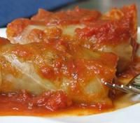 Warm and comforting--stuffed cabbage rolls: a mixture of beef, rice, onions, tomato paste, and allspice rolled into steamed cabbage . Cabbage Recipes, Beef Recipes, Savoury Recipes, Steamed Cabbage, Great Recipes, Favorite Recipes, Cabbage Rolls, Best Food Ever, Dinner Is Served