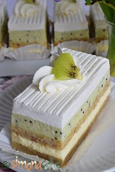 Holiday Cakes, Sweet Cakes, Vegan Desserts, Kiwi, Vanilla Cake, Cake Recipes, Cheesecake, Food And Drink, Cooking Recipes