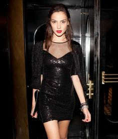 Women We Love: 'Wonder Woman's' Gal Gadot Photos) - Suburban Men Gal Gardot, Gal Gadot Wonder Woman, Hollywood Actresses, Most Beautiful Women, Glamour, Fitness Models, Style, Lady Deadpool, Sirens