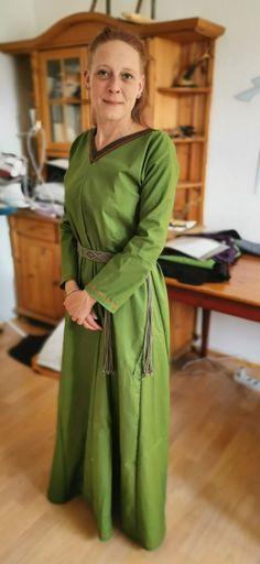 Wikingerkleid Fashion, Gowns, Moda, Fashion Styles, Fashion Illustrations