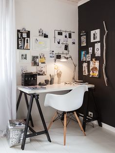 Browse pictures of home office design. Here are our favorite home office ideas that let you work from home. Shared them so you can learn how to work. Decoration Inspiration, Workspace Inspiration, Room Inspiration, Interior Inspiration, Decor Ideas, Decorating Ideas, Desk Inspo, Inspiration Boards, Decorating Office