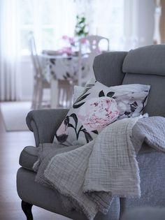 Fab Forty Something: Runsas ja romanttinen kattaus Pentikin tuotteilla Spring Home, Summer Garden, Scandinavian Style, My Dream Home, Sweet Home, Cushions, Colours, House Design, Blanket