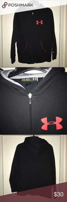 Boys' Under Armour Charged Cotton® Storm Hoodie Very gently worn and near new condition! PRODUCT DNA Loose: Fuller cut for complete comfort UA Storm gear uses a DWR finish to repel water without sacrificing breathability Lightweight Charged Cotton adds quick-dry performance to the soft comfort of cotton 230g cotton-blend fleece has a hard-faced outer and a soft, brushed inner to trap warmth Signature Moisture Transport System wicks sweat away from the body Mesh hood liner for breathability…