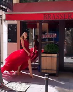 """Daily Fashion inspiration on Instagram: """"Walking into the week like ❤️💃Dress @novasposa  📎 @catwalkhautecouture  #catwalkhautecouture   #reddress #streetstyle #ladyinred…"""" Red Fashion, Daily Fashion, Paris Chic, Pink Gowns, Mode Inspiration, Fashion Inspiration, Formal Gowns, Lady In Red, Hello Saturday"""
