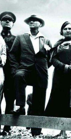 Atatürk - the most elegant man. Turkish Army, Realistic Rose, The Turk, Famous Black, Fathers Love, Great Leaders, World Peace, Revolutionaries, Portrait