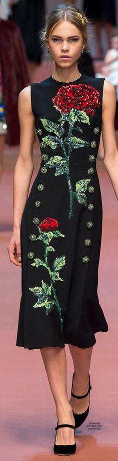 Dolce & Gabbana Fall 2015 Ready-to-Wear Fashion Show - Line Brems Floral Fashion, Love Fashion, High Fashion, Fashion Show, Fashion Design, Style Haute Couture, Couture Fashion, Runway Fashion, Womens Fashion