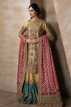 DESCRIPTION A bridal combination fit for a queen. Gold tissue shirt fully handworked front and back, paired with a zarri organza bridal dupatta with heavily handworked borders. Bridal Dupatta, Pakistani Wedding Dresses, Pakistani Dress Design, Bridal Wedding Dresses, Formal Wedding, Pakistani Gharara, Pakistani Bridal Couture, Bengali Wedding, Wedding Parties