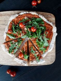 Super einfache Pizza! Vegan, glutenfrei und ohne Hefe. Pizza Recipes, Whole Food Recipes, Vegan Recipes, Gluten Free Yeast Free Pizza, Vegan Pizza Base, Favourite Pizza, Burger Buns, Thin Crust, Base Foods