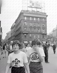 Time Travel, Budapest, Vintage Photos, History, Beatles, Ideas, Historia, Old Photos, The Beatles