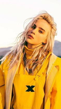 Celebs Discover Spott - Interactive video and interactive images - Pay for performance Billie Eilish looking good, wearing a Yellow Jacket Billie Eilish, Videos Instagram, Art Anime, Models Makeup, Celebs, Celebrities, Cover Art, My Idol, Safari