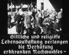 """A origem dessa imagem é um filme produzido pelo Ministério da Propaganda do Reich. A legenda diz: """"Uma concepção religiosa e moral da vida exije a prevenção de prole com doenças hereditárias"""". Propaganda nazista com o objetivo de gerar apoio público para a iniciativa de esterilização compulsória."""