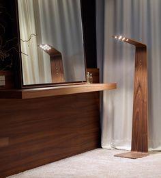 Le lampadaire Led2 est une lampe spectaculaire pour l'éclairage de lieux uniques comme les bars lounge, hôtels et palaces et restaurants. Equipé d'un système tactile pour un contrôle facile et un réglage de la luminosité optimal, ce lampadaire tactile, Led2 a reçu plusieurs prix pour récompenser son design unique et innovant. Lampadaire en bois avec technologie d'éclairage à led. #design #architecte #luminaire #lumiere #lampadaire #suspension #etoile #inspiration #barazzi #tunto…