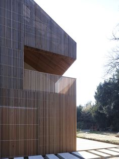 wood siding and railings. Maison / Avenier Cornejo Architectes wood siding and railings. Timber Architecture, Residential Architecture, Contemporary Architecture, Architecture Details, Ancient Architecture, Sustainable Architecture, Landscape Architecture, Cedar Cladding, Exterior Cladding