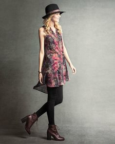 Love this dress and this hat and these boots. I'd like the whole outfit, please.