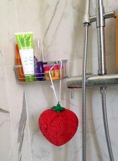 Entrando nel vostro bagno vostra madre o vostra suocera non si stupirà vedendo questa spugna... Eppure la spugna SWEET HEART nasconde un segreto !!