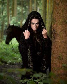 Cosplay: Morgana Pendragon (BBC One's Merlin) Merlin Tv Series, Lancelot And Guinevere, Merlin Morgana, Lady Loki, Lena Luthor, Bellatrix Lestrange, Off White Dresses, Katie Mcgrath, Light Eyes