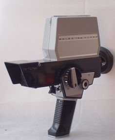 Bolex 150 Super S8 camera 1967 Antique Cameras, Vintage Cameras, Kinds Of Camera, Vintage Industrial, Industrial Design, Classic Camera, Movie Camera, Vintage Photography, Science And Technology