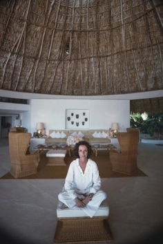 Gloria Guinness in her Acapulco home. Slim Aarons, 1975