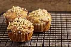 Oz family recipe: Banana, Date, and Nut Muffins: This Lisa Oz muffin recipe is the perfect addition to your brunch menu. Muffin Recipes, Baking Recipes, Breakfast Recipes, Brunch Recipes, Flour Recipes, Breakfast Ideas, Date Muffins, Banana Madura, Banana Nut Muffins