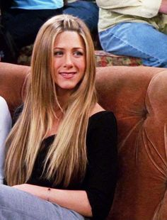 She looks just PERFECT with big hair 😍❤ You are in the right place about jennifer aniston glasse Estilo Rachel Green, Rachel Green Hair, Rachel Green Friends, Rachel Green Outfits, Rachel Green Style, Rachel Friends Hair, Jennifer Aniston 90s, Jeniffer Aniston, Jennifer Aniston Hair Friends