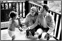 Sara Lownds - Sara with Bob and son Jesse in 1968