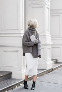 Let's have a look at these super chic fall outfits ideas with knitted long and oversize sweaters! It's really cool and very charming street looks! Fashion Over 40, Fashion Week, Look Fashion, Street Fashion, Fashion Fall, Skirt Fashion, Fashion Clothes, Fashion Mode, Classic Fashion