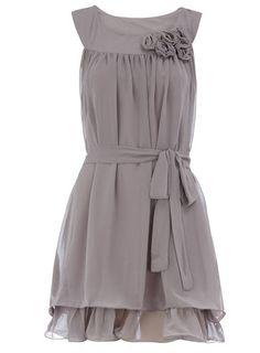 A fantastic & lovely gray dress. Vestidos Vintage Retro, Retro Vintage Dresses, Retro Dress, Flower Dresses, Lovely Dresses, Style Me, Cool Style, Grey Bridesmaid Dresses, Gray Bridesmaids