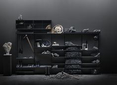 Dramatic design🔮 Scandinavian Shelves, Scandinavian Furniture, Scandinavian Design, Built In Shelves, Metal Shelves, String Shelf, String System, Shelf System, Modular Shelving