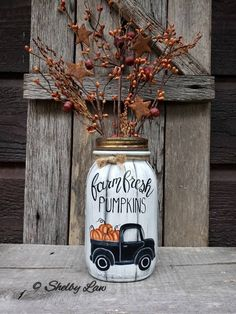 Outstanding diy decor detail are offered on our internet site. Read more and you wont be sorry you did. Mason Jar Art, Mason Jar Crafts, Half Pint Mason Jars, Halloween Mason Jars, Ball Jars, Decorated Jars, Painted Mason Jars, Wine Bottle Crafts, Jar Gifts