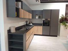 Luxury Kitchen Design, Kitchen Room Design, Contemporary Kitchen Design, Kitchen Cabinet Design, Kitchen Layout, Home Decor Kitchen, Interior Design Kitchen, Home Kitchens, Küchen Design