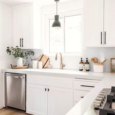 Cheap Home Decor Anyone else only feel sane if the kitchen countertops are crumb-free? Farmhouse Style Kitchen, Modern Farmhouse Kitchens, Home Decor Kitchen, Kitchen Interior, New Kitchen, Home Kitchens, Kitchen Ideas, Kitchen Shop, Awesome Kitchen