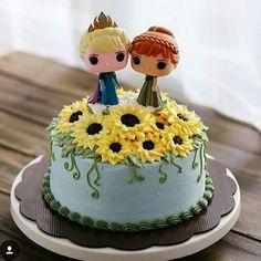 Bolo frozen Frozen Fever Cake, Frozen Castle Cake, Festa Frozen Fever, Frozen Cake, Bolo Frozen, Frozen 3rd Birthday, Birthday Cake Girls, Elsa Birthday, 4th Birthday